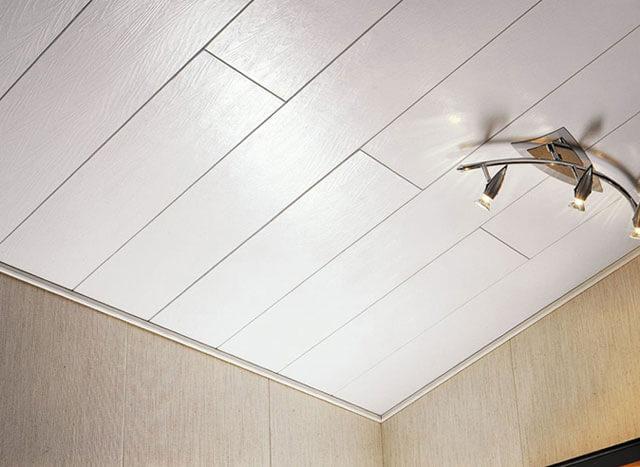 пластиковый плинтус на потолок