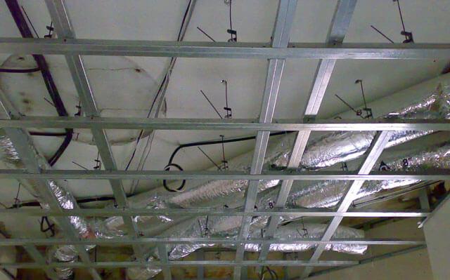 как монтировать навесной потолок