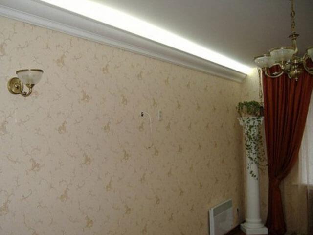 светодиодная лента на потолке под плинтусом