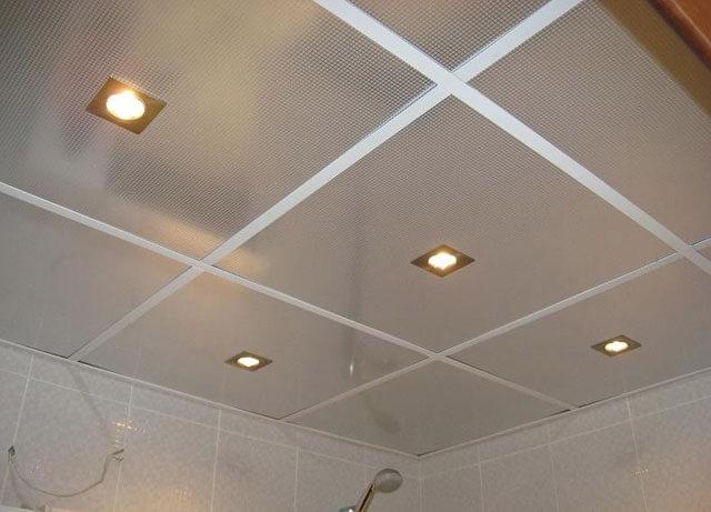 потолки в ванной комнате из алюминиевых панелей