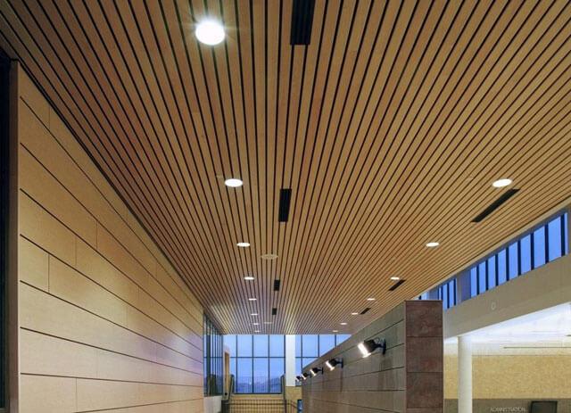 реечные потолки из дерева