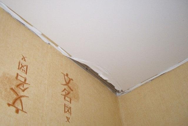 ремонт дырки в натяжном потолке