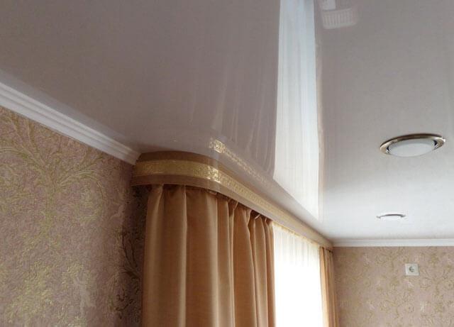 натяжной потолок скрытая гардина