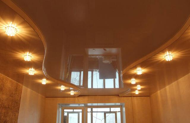 подвесные или натяжные потолки что лучше