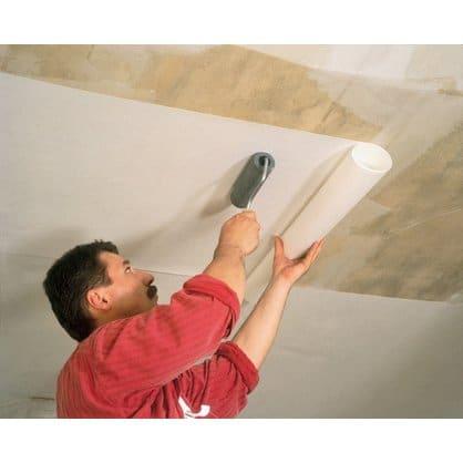 как оклеить потолок