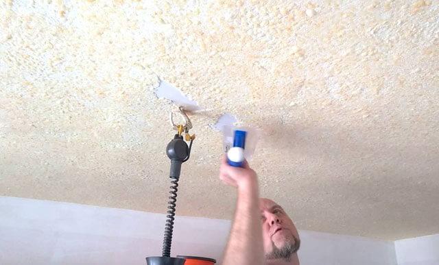 как сделать потолок жидкими обоями