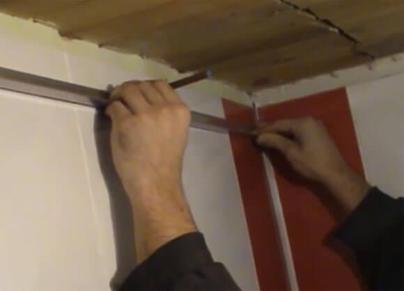 реечный потолок чем резать