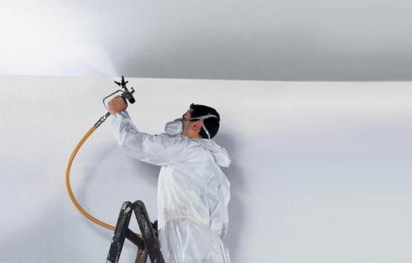 как покрасить потолок краскопультом своими руками