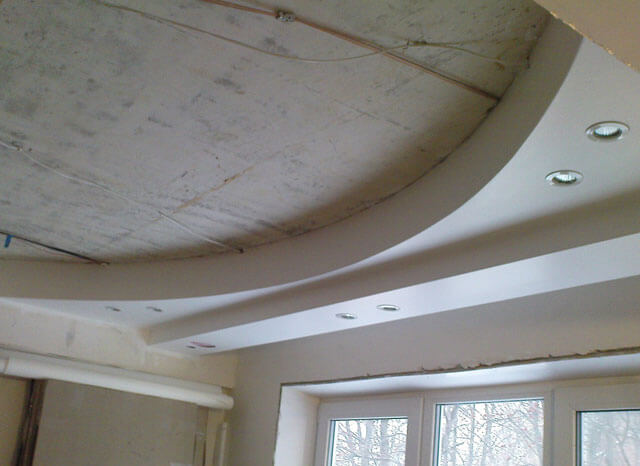 полукруг на фигурном потолке