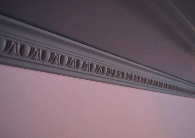 краска для потолочного плинтуса из пенопласта
