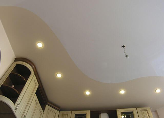 натяжной потолок со спайкой
