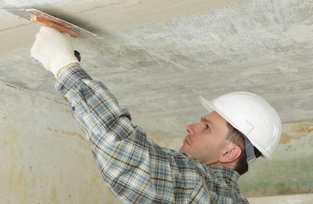 покрасить потолок эмалью