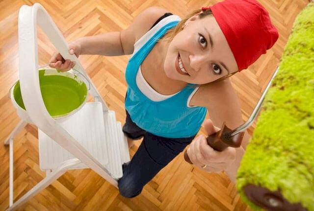 как правильно красить валиком потолок без полос