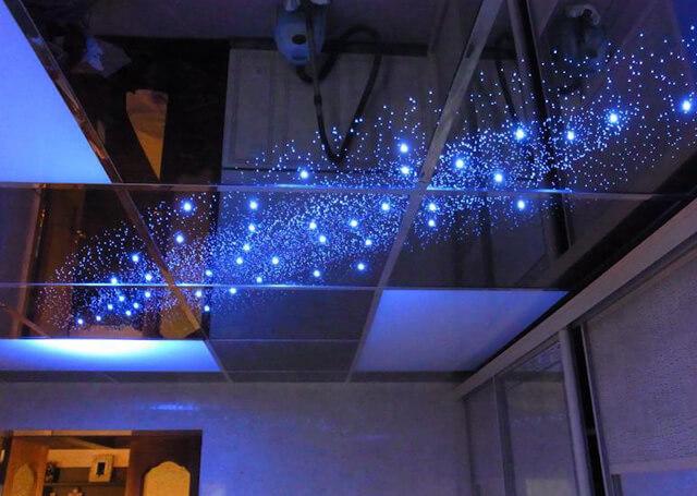 установить зеркальный потолок