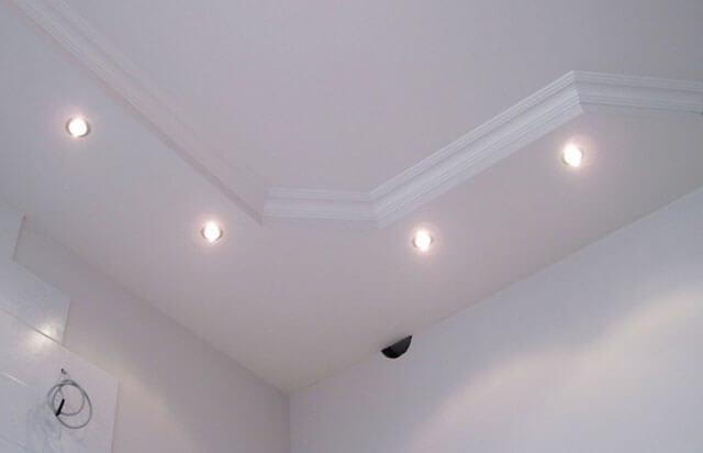короб на потолке из гипсокартона с подсветкой