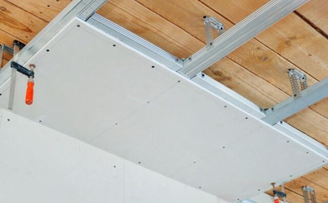 подшив потолка в деревянном доме