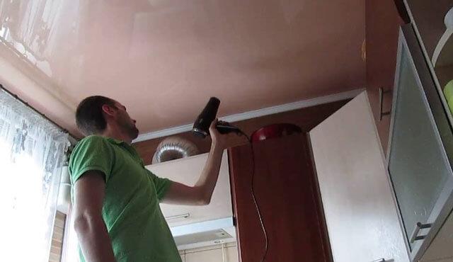 пахнет натяжной потолок