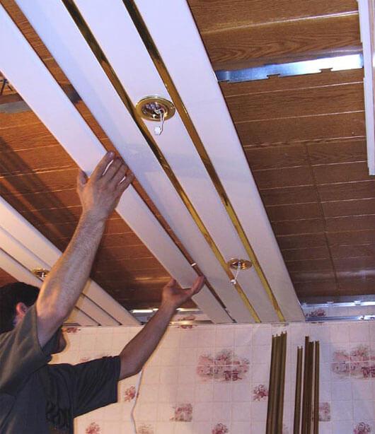из чего состоит реечный потолок комплектация