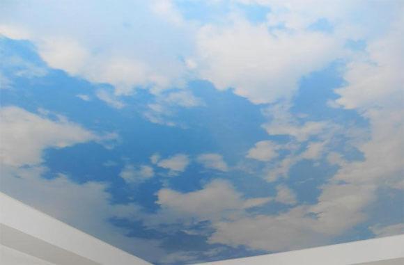 обои с облаками на потолок