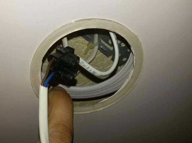 замена лампы в подвесном потолке