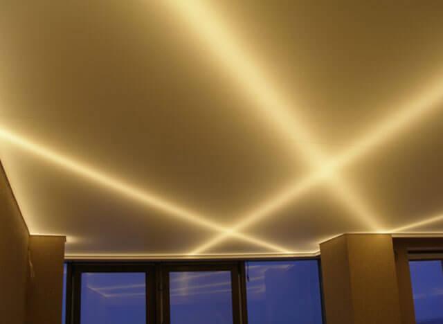 как сделать свет в натяжном потолке