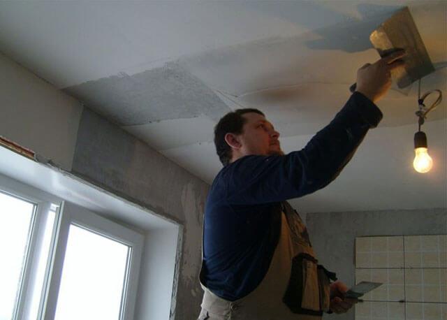 как покрасить потолок акриловой краской
