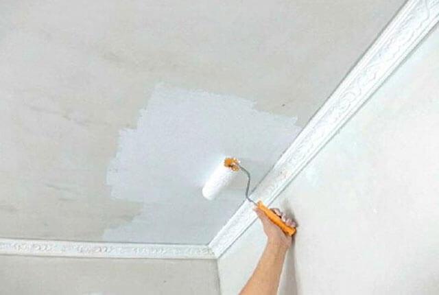 как избавиться от желтых пятен на потолке