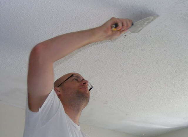 как поклеить обои на потолок на обои