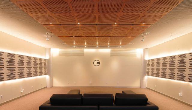 Акустическое покрытие на потолке и стенах