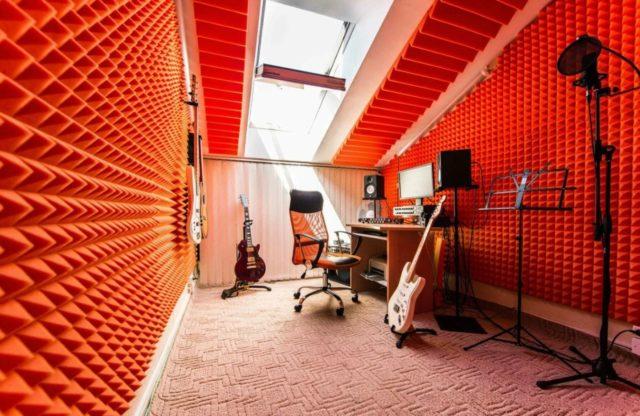 В музыкальной студии