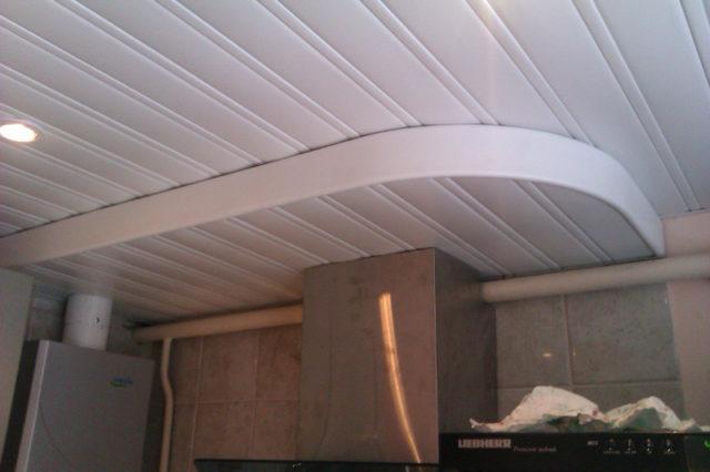 Двухуровневый потолок из панелей пвх