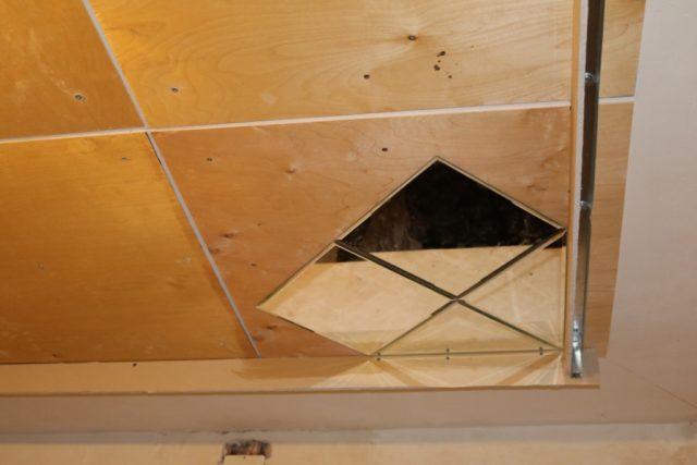 Покрейка плит на потолок