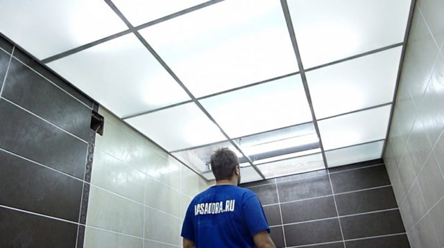 Потолок со съемными панелями