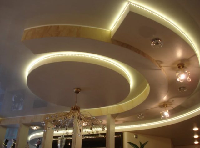 Подсветка на сложной конструкции