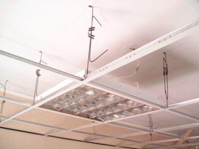Система Армстронг с растровым светильником