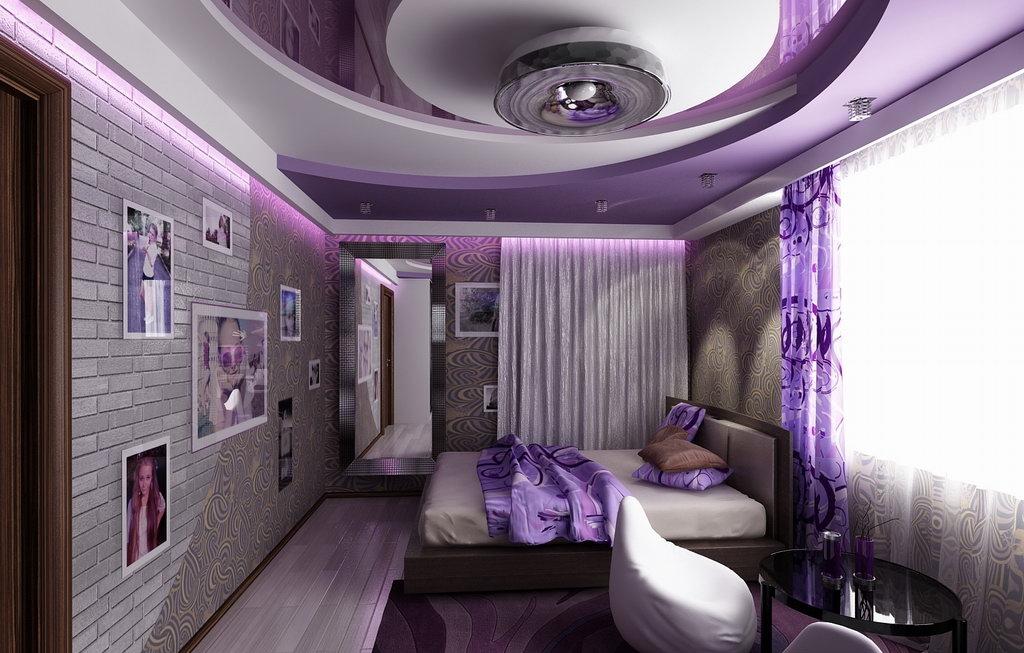 Сложная цветная конструкция потолка