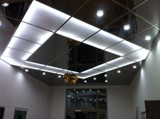 Сочетание с полупрозрачными плитами с подсветкой