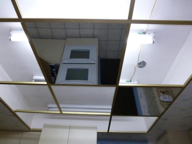 Установка зеркальных плит методом Армстронг