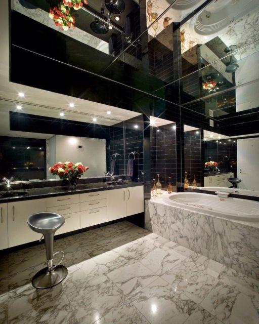 Зеркало на весь потолок в ванной