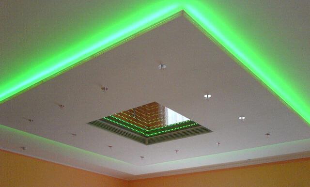 монтаж диодной ленты на потолок