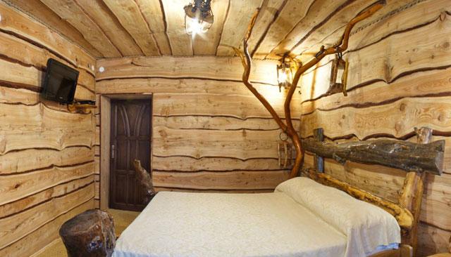 потолок из необрезной доски под старину