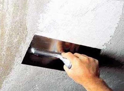 как правильно покрасить потолок видео