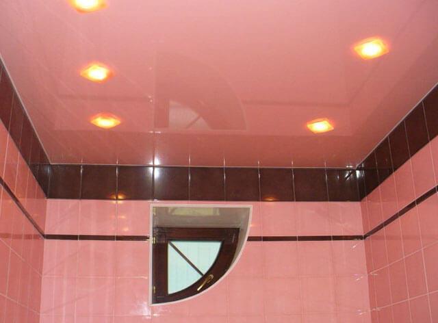 освещение в ванной натяжной потолок