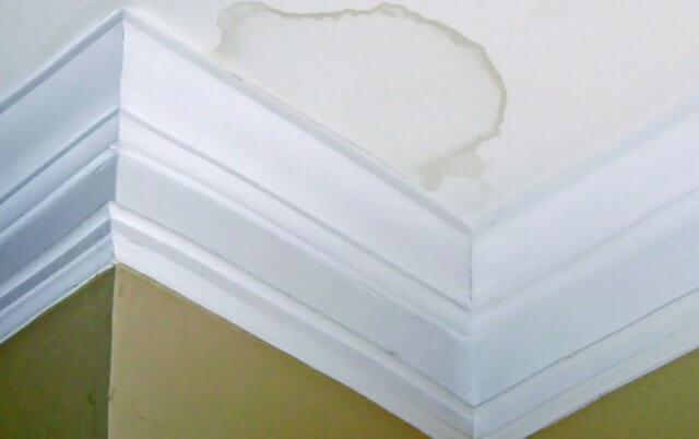 как побелить потолок водоэмульсионной краской валиком