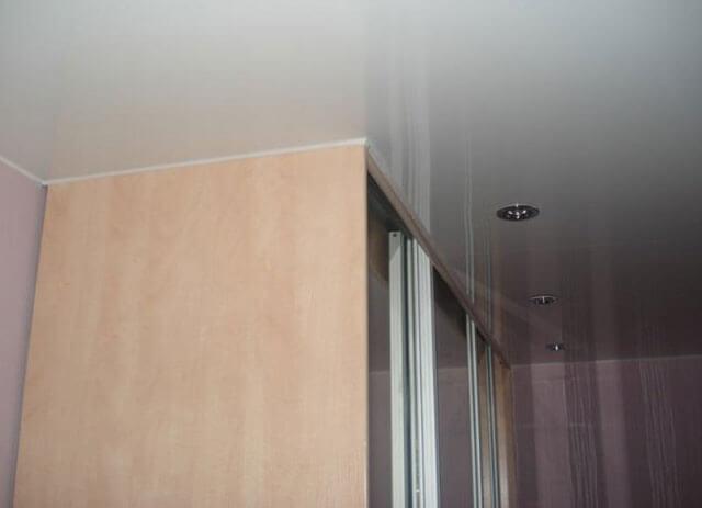 на какие потолки можно делать натяжные потолки