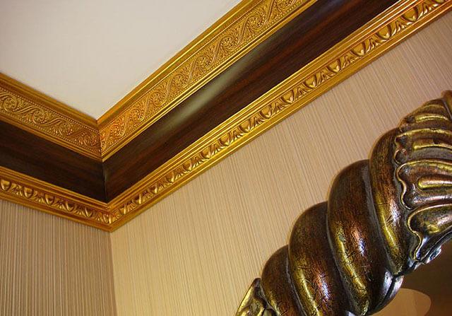деревянный потолочный багет