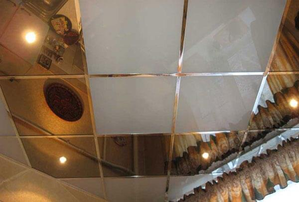 варианты установки зеркальных панелей на потолок