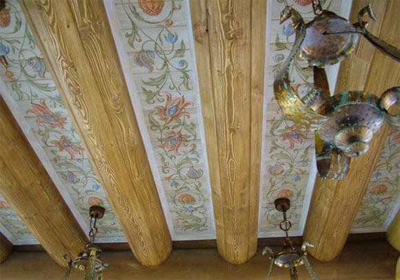низкий потолок в деревянном доме
