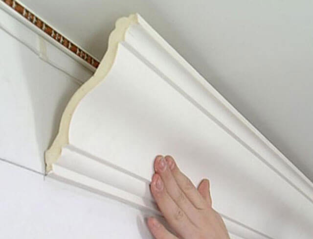 полиуретановый плинтус для потолка с подсветкой