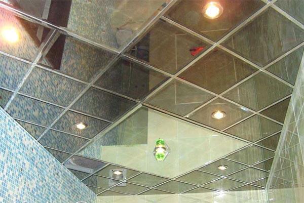 виды зеркальных панелей для потолков